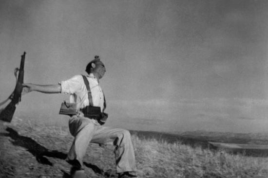 Смерть солдата лоялиста, Испанская гражданская война, 5 сентября 1936, Роберт Капа/Magnum Photos