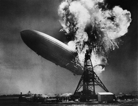 Взрыв дирижабля Гинденбург, Нью-Джерси, 6 мая 1937, Bettmann / Corbis