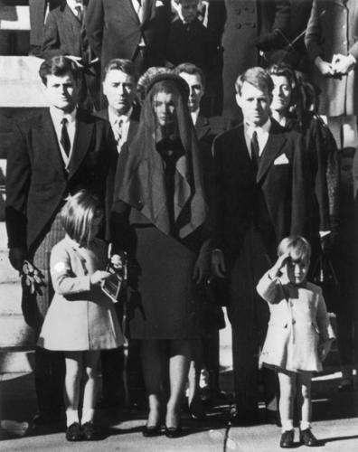 Семья Джона Ф. Кеннеди на его похоронах, 25 ноября 1963, Keystone/Getty Images