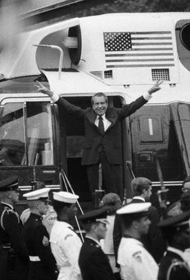 Ричард Никсон после заявления об отставке, 9 августа 1974