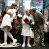 Памятник с целующимися Эдит Шейн и Карлом Мускарелло – одни из претендентов