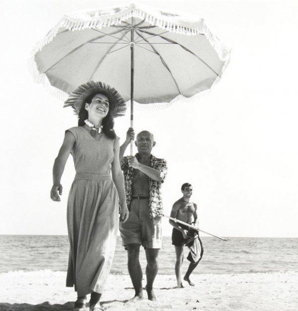 Пабло Пикассо и Франсуаза Жило в Гольф-Жуане