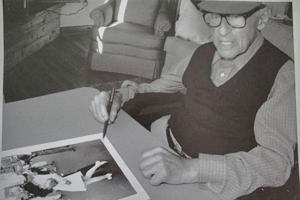 Эйзенштадт подписывает знаменитую фотографию за восемь часов до своей смерти