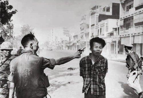 Эдди Адамс - Убийство вьетнамца начальником сайгонской полиции. 1968г.