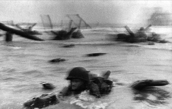 Роберт Капа - Омаха Бич, Нормандия, Франция. 1944г.