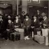 Группа итальянцев на острове Эллис. Нью-Йорк 1905